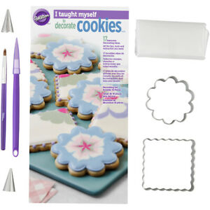 Cookies Decor Book Set Pack of 2 PartNo 2105-6790 by Wilton Industries