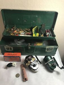 Vintage Green Metal Tackle Box Lot w Lures Shakespeare Lure & 2 ReelsSpoons