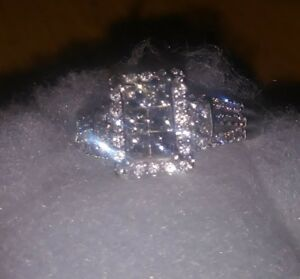 Exquisite diamond ring Size 7 pre owned..inspected with papers.1.5 carat