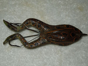 VINTAGE HASTINGS WEEDLESS RUBBER WEIGHTED FROG LURE - SPOTTED