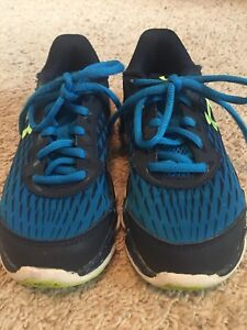 Boys Size 2 Under Armour Sneakers
