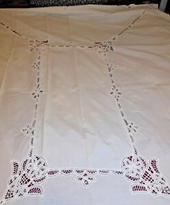 VINTAGE EMBROIDERED DESIGN TABLECLOTH 67quot; X 84quot;