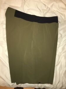 Lululemon Mens T.H.E Liner-less Color Forest Green Deep Sea Shorts Size Small S