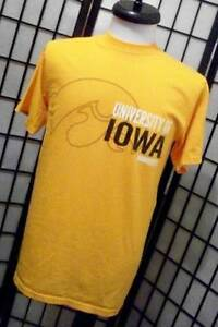 UNIVERSITY OF IOWA HAWKEYES Retro Indie College T-Shirt M Gear for Sports Tee