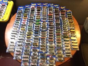 Hot Wheels 450+ Lot !! Instant Collection  Mid 90s To 2004 !!!