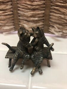 Rare Antique Cold Vienna Austrian Bronze Cat Miniature Kiss Love Bench Hug  Z45