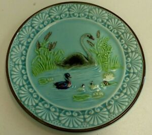 ANTIQUE MAJOLICA POTTERY PLATE POND SCENE DUCKS SWAN REEDS WEDGWOOD STYLE
