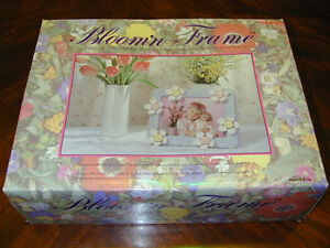 PICTURE FRAME DECOR: Electronic Blooming Moving Flowers Petals Takara Cute Pink