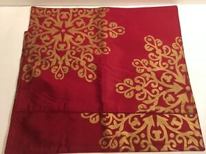 Target Classic Tidings Placemats Set of 2 Christmas 2008 Red Gold Snowflakes