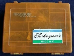 FISHING BOX MAGNUM BY PLANO FULL LURE BAIT SET VERY GOOD CONDITION CHEAP LOT6