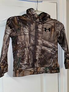 Under Armour Boys RealTree Camo Hoodie Size Youth XS.
