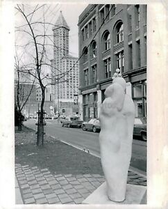 1972 Press Photo Famous Place Modern Sculpture Pioneer Square Parkway 8X10