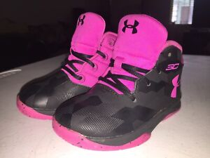 UNDER ARMOUR SC CURRY PINK & BLACK SIZE 6K BASKETBALL SHOES#1276334 007 VGC VHTF $17.95