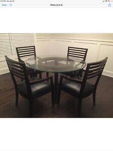 Beautiful dining set w/ round glass table top on wood base, 4 matching chairs