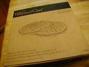 Pampered Chef Model # 1241 Microwave Chip Maker 2pc. Set Brand New
