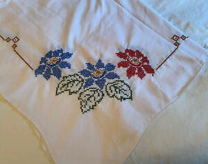 Vintage Embroidered Cross Stitch Floral Poinsettia Flowers Tablecloth 50 x 68