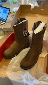 Brand New Men#x27;s Justin work boots Size 9 1 2 EE Wyoming Waterproof Free MP3play