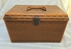 Wilson Wil Hold Plastic Sewing Box w Carrying Handle 2 Removable Trays Vintage $37.50