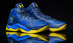 Under Armour Men's Youth Curry 2.5 Team RoyalNavyTaxi 8-13 in hand 1274425-400