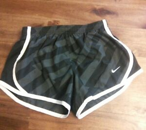 Girls Small Nike lined black Running Shorts Athletic Dry-Fit