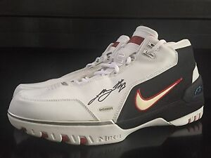 2003-04 AUTO NIKE LEBRON JAMES SIGNED TEAM ISSUED PLAYER EXCLUSIVE PE SHOES 15