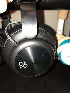 bang olufsen headphones (Wireless) black- nike new only wore it once