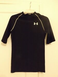 Pre-owed Under Armour Boys Heat Gear Fitted Black 34 Sleeve Shirt Youth MED.