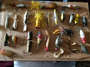 AMAZING LOT OFVINTAGE FISHING LURES WOOD METAL PLASTIC HEDDON fly  rare no res.