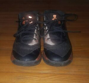 BOYS UNDER ARMOUR STEPHEN CURRY SHOES SIZE 3 BLACKGOLD