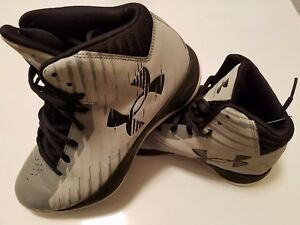 Women's 8.5 Under Armour Basketball gray and black shoes