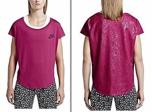 Nike Brand New Women Girls' Sport Fuchsia T-Shirt  Signal Speed . Size XS