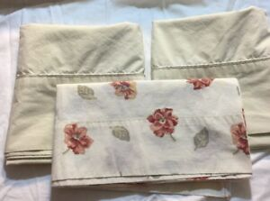 Grandmas Estate P009 Cotton Blend Pillow Cases 3 PC Lot Floral Solids