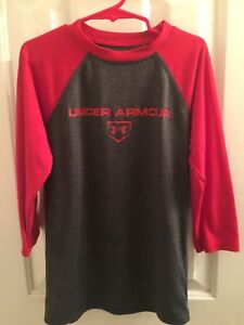 under armour shirt small for boys long sleeves dark gray and red.