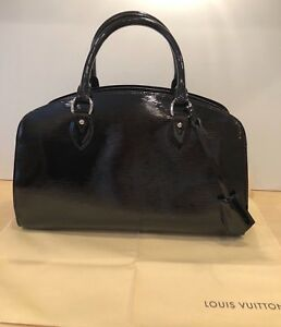AUTH LOUIS VUITTON BLACK PATENT LEATHER EPI BAG.  STUNNING!!