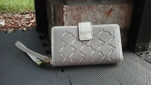 New FOSSIL Women's Leather White & Tan Wallet Wristlet &  Phone Compartment