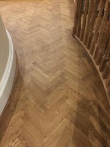 Parquet Oak Wood Flooring in Natural Finish Herringbone or Fishbone Design