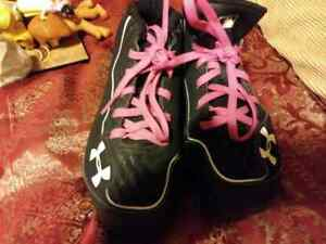 Girls Cleats Under Armour Size 2.5 Hot Pink Strings - Free Shipping