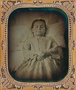 Post Mortem Child In Bed Gold Tinted Cross 16 Plate Daguerreotype E299