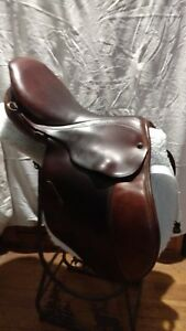Stubben Edelweiss brown English saddle 17 in. seat 32cm tree good condition