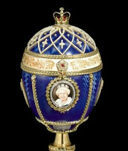 Royal Egg Handcrafted Her Majesty Queen Elizabeth Great Britain Gold