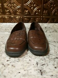 Clarks Springers Womens Brown Leather Slip On Weave Loafers Size 8.5M