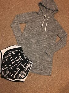 Lot Of 2 Women's Xs Nike Dri Fit Shorts Long Sleeve Hooded Pullover