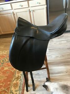 ANSUR Treeless Dressage Saddle. Very Good Condition. Size Small  (Ansur specs)