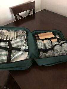 PICNIC BACKPACK 4 PERSON SET - COOLER SPACE - WINE HOLDER - PLATES