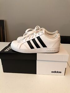 Adidas Kids Shoes Unisex Size 12.5 Pre Owned $15.00