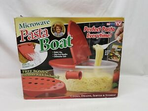 Microwave Pasta Cooker Boat Seen On TV Holds 5 lbs Steamer Rack Included NEW