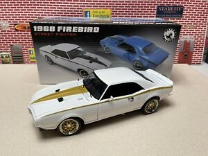 1 18 ACME 1968 PONTIAC FIREBIRD STREET FIGHTER WHITE WITH GOLD A1805213 168 MADE