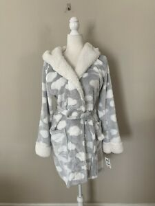 NWT Jenni by Jennifer Moore Sz M L Hooded Cozy Short Robe Embossed Clouds $26.90