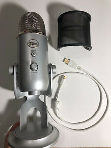 Blue Yeti Professional USB Condenser Microphone in Silver w Stand amp; pop filter