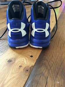 Women's blue Under Armour basketball shoes size 9.5